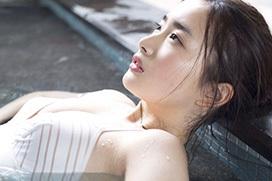 安倍乙(19) 石原さとみ似と話題の巨乳美女が衝撃の水着デビュー。
