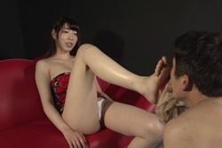 蒸れ蒸れ美脚フェロモン女臭を嗅がされる!香山美桜