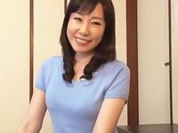 高齢人妻熟女動画 あっふ〜ん:五十路母が息子の友人の逞しい体に抱かれてイキまくる! 福田由貴