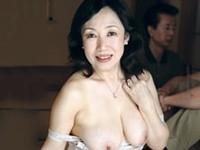 ダイスキ!人妻熟女動画 :六十路母の蜜壺にヌチャヌチャと音を立ててピストンする息子 高城紗香