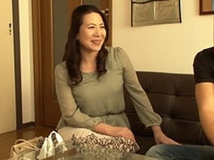 ダイスキ!人妻熟女動画 : 【熟女ナンパ】若者に言い寄られて満更でもない五十路妻を寝取っちゃう!