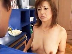 ダイスキ!人妻熟女動画 : 垂れ乳の四十路母が息子を筆下ろし!仰け反りながらイキ果てる! 如月みゆき