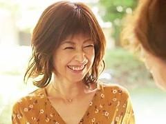 高齢人妻熟女動画 あっふ〜ん : 母の親友の四十路オバサンと合体!全力でイカせたった もちづきる美
