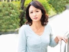 高齢人妻熟女動画 あっふ〜ん : どうしても我慢出来ず、ヨソん家の庭でオシ◯コした五十路妻がバレて・・・ 安野由美