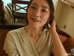 えろろぐ : ‹動画›清楚で爽やかな素人美人妻が実はあり得ない淫乱女で自ら腰振り中出しに絶頂!!