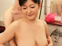高齢人妻熟女動画 あっふ〜ん : 五十路のHカップ巨乳母との浴室ファックは格別の味! 大野実花