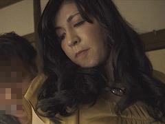 熟女ストレート:神崎清乃 スレンダーボディの美しい友母に心を奪われる青年
