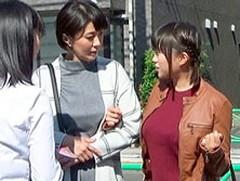 ダイスキ!人妻熟女動画 : 悪徳マッサージ店で母42歳、娘18歳が衝立ごし隣同士でエロ施術され同時中出しファック!