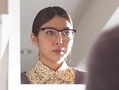 ダイスキ!人妻熟女動画 : 地味なメガネの妻がコンビニ店長に犯されるたびにキレイになっていく… 卯水咲流