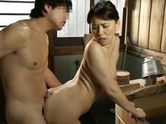 高齢人妻熟女動画 あっふ〜ん : 母を愛しすぎて風呂場に乱入し一線を超えてしまう息子! 桐島綾子
