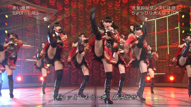 SUPER☆GiRLSのエロ開脚パンチラ「くぱぁ」がガッチリ抜けるwww