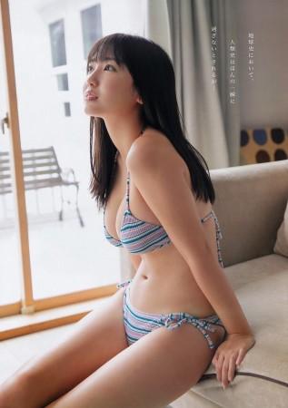 沢口愛華 あどけない美少女の生お○ぱい順調に成長中セクシー画像