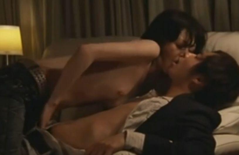 【小島可奈子】濃厚なキスを交わし全身汗まみれになる濡れ場