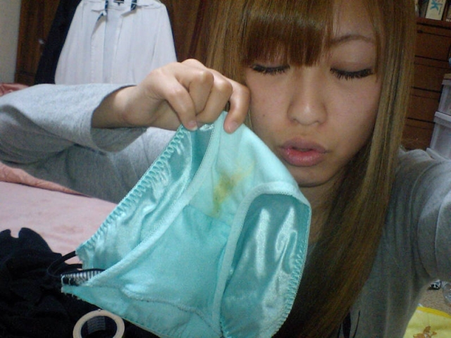 nugitate-pantsu154072.jpg