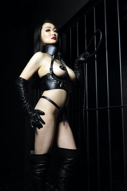 ナチス女拷問官リサイズ