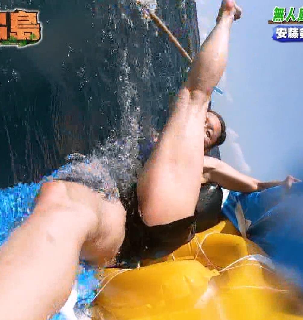 安藤美姫 大開脚股間とか柔らかそうなおっぱいの谷間のアップとか!キャプ・エロ画像5
