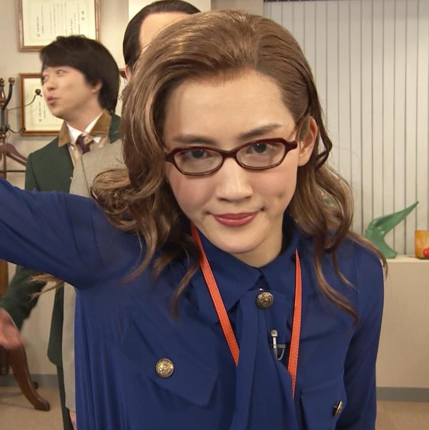 綾瀬はるか エロいタイトスカートキャプ・エロ画像14