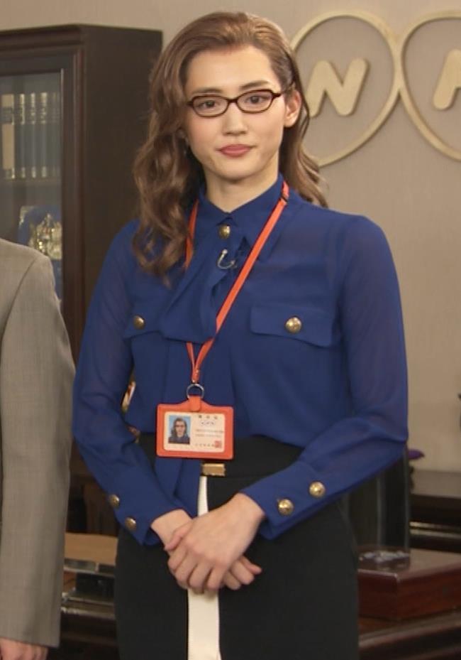 綾瀬はるか エロいタイトスカートキャプ・エロ画像4