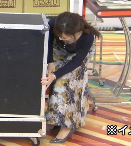江藤愛アナ 胸ちらハプニングキャプ画像(エロ・アイコラ画像)