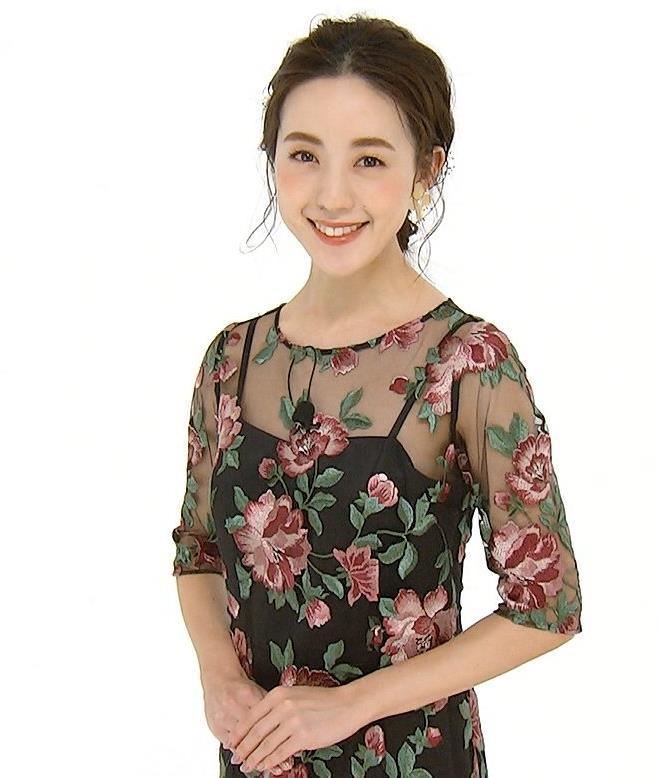 古谷有美アナ 透け透け衣装キャプ・エロ画像2