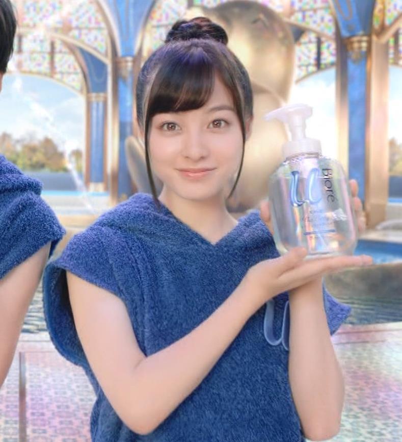 橋本環奈 露出度の高いボディソープCMキャプ・エロ画像