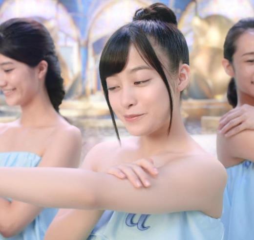 橋本環奈 露出度の高いボディソープCMキャプ画像(エロ・アイコラ画像)