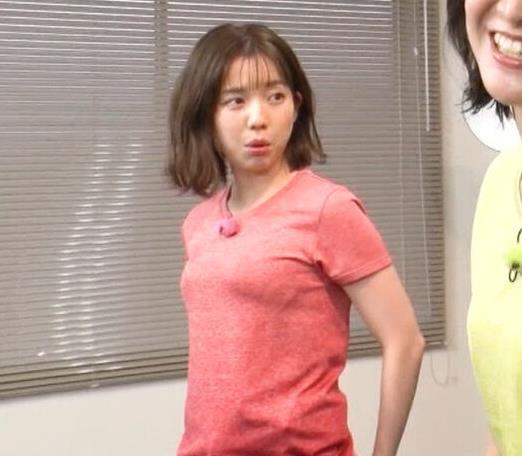弘中綾香アナ 意外と大きいおっぱい(Tシャツ姿)キャプ・エロ画像13