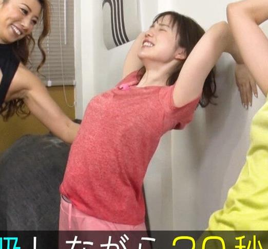 弘中綾香アナ 意外と大きいおっぱい(Tシャツ姿)キャプ・エロ画像4
