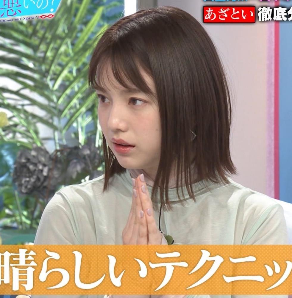 弘中綾香アナ 乳寄せキャプ・エロ画像3