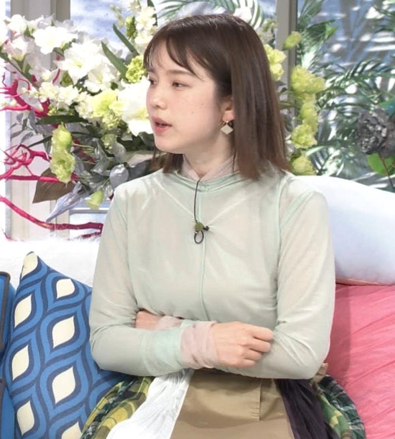 弘中綾香アナ 乳寄せキャプ・エロ画像4