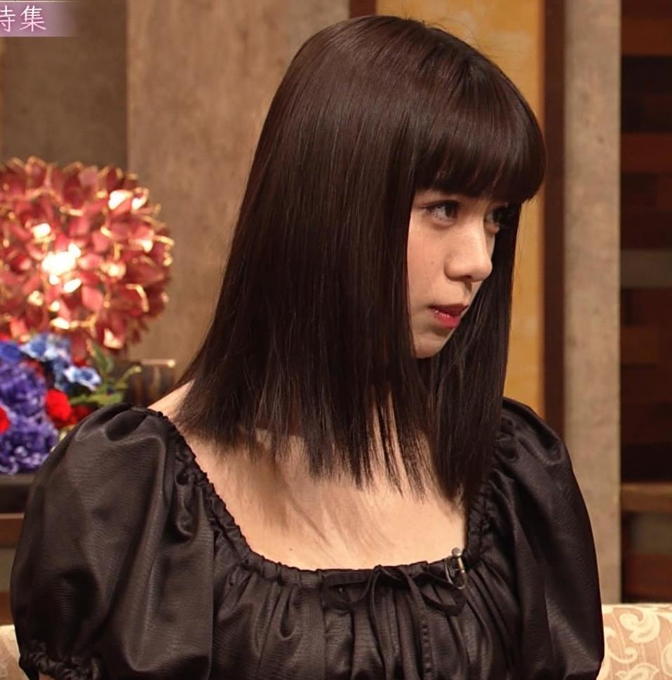 池田エライザ 短すぎるミニスカートで脚エロキャプ・エロ画像3