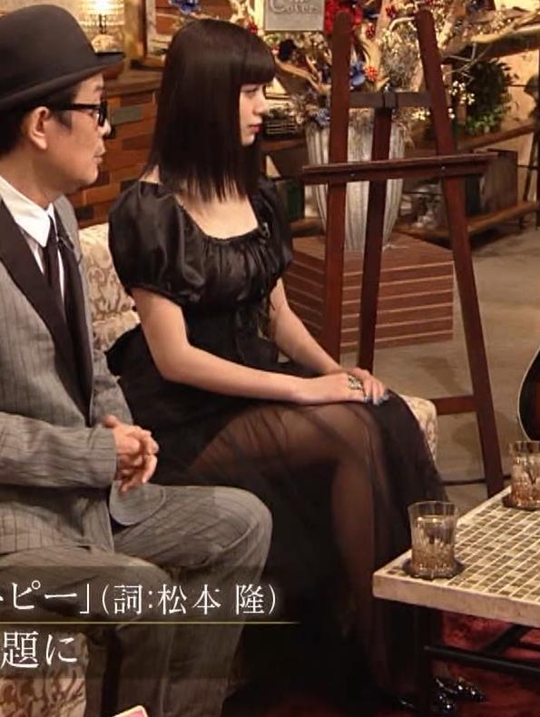 池田エライザ 短すぎるミニスカートで脚エロキャプ・エロ画像5