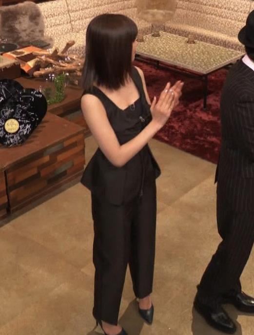 池田エライザ ノースリーブのエロいワキキャプ・エロ画像2