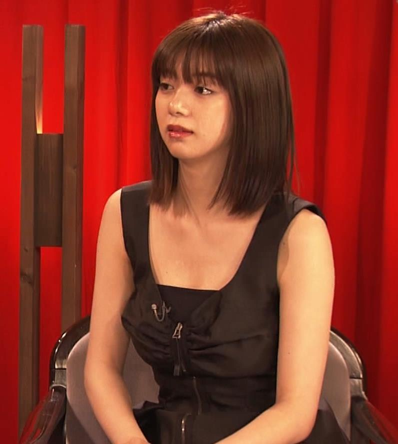 池田エライザ ノースリーブのエロいワキキャプ・エロ画像13