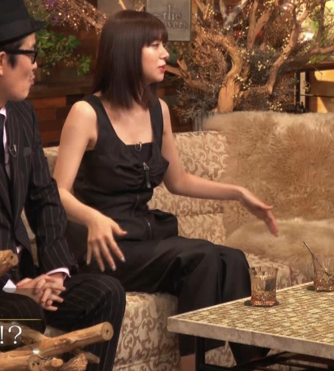 池田エライザ ノースリーブのエロいワキキャプ・エロ画像5