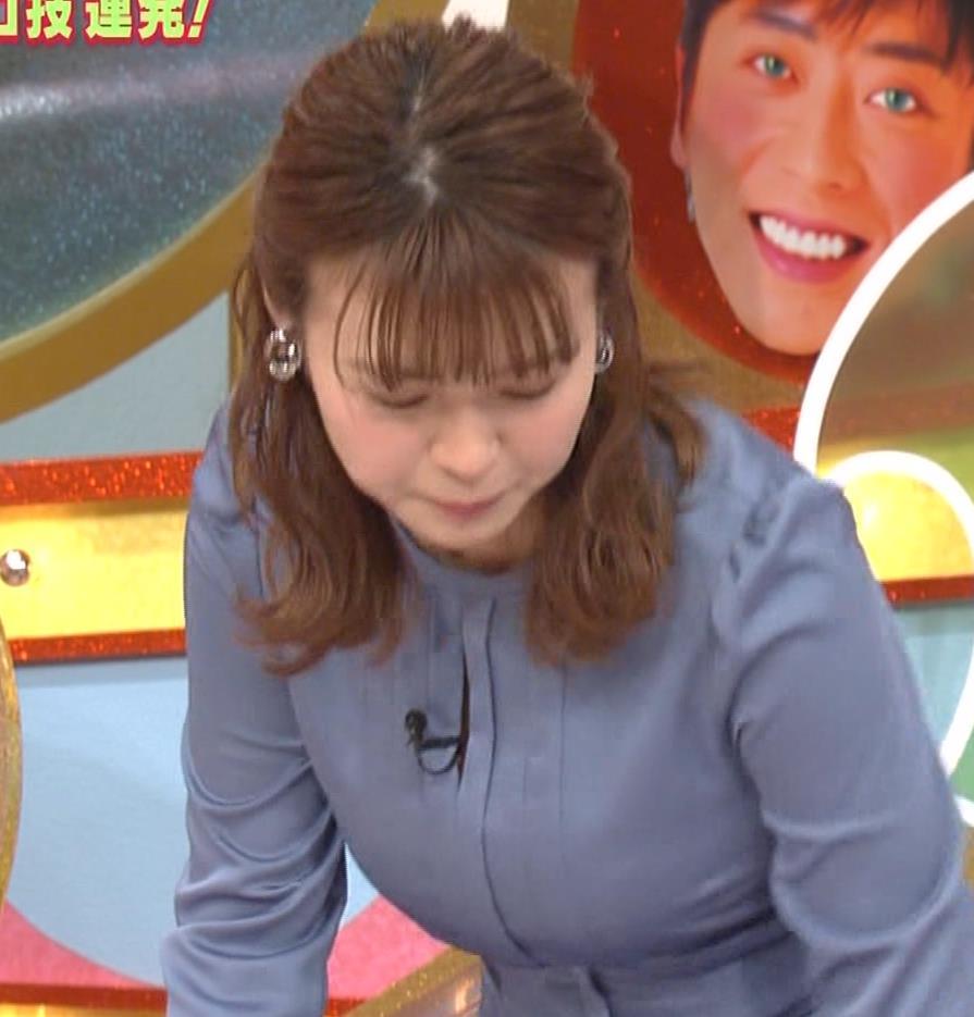 井口綾子 セクハラに負けて胸元見せ&縄跳び乳揺れキャプ・エロ画像12