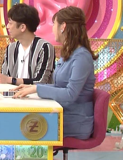 井口綾子 セクハラに負けて胸元見せ&縄跳び乳揺れキャプ・エロ画像9