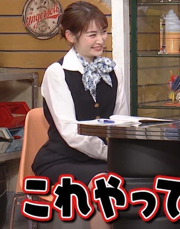 岩田絵里奈アナ CAコスプレがエロかわいいキャプ・エロ画像2
