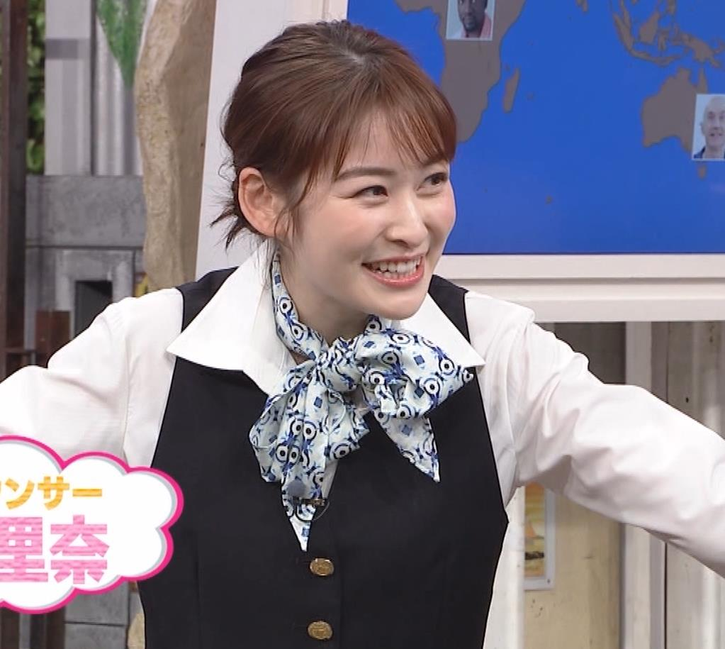 岩田絵里奈アナ CAコスプレがエロかわいいキャプ・エロ画像6