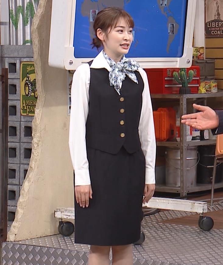 岩田絵里奈アナ CAコスプレがエロかわいいキャプ・エロ画像8