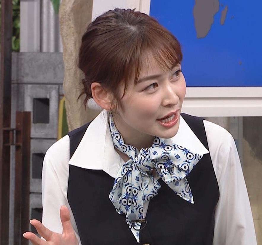 岩田絵里奈アナ CAコスプレがエロかわいいキャプ・エロ画像9