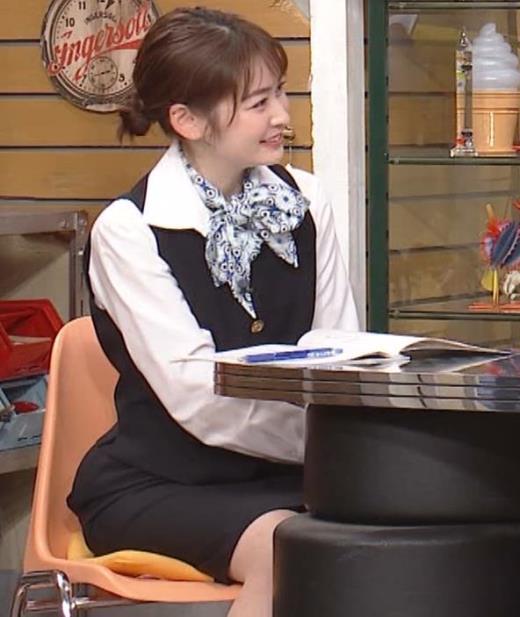 岩田絵里奈アナ CAコスプレがエロかわいいキャプ画像(エロ・アイコラ画像)