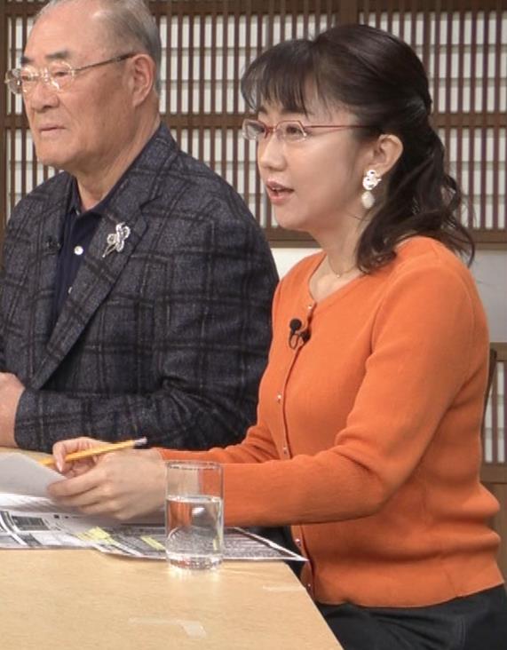 唐橋ユミ デカい横乳キャプ・エロ画像