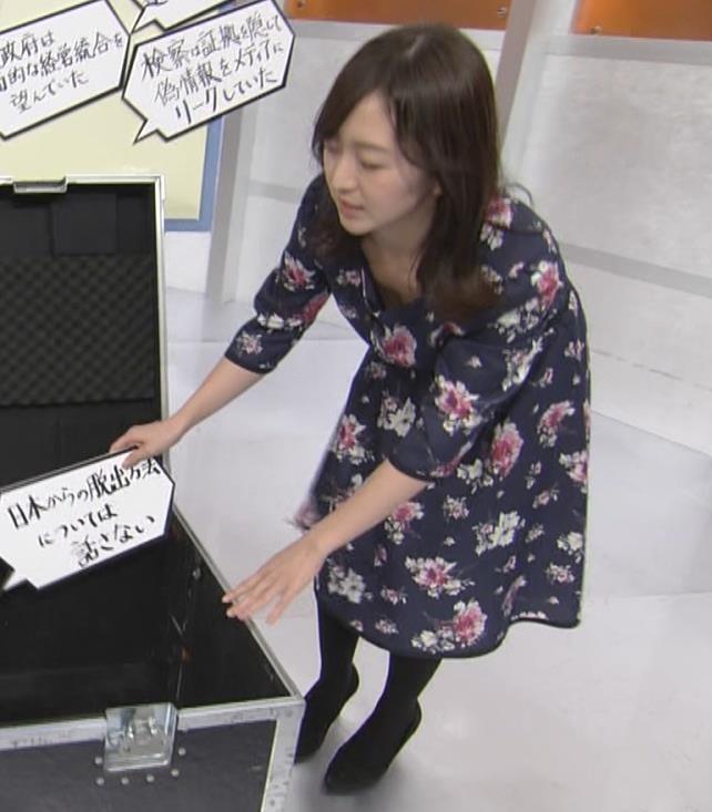 片渕茜アナ 胸ちらハプニングキャプ・エロ画像