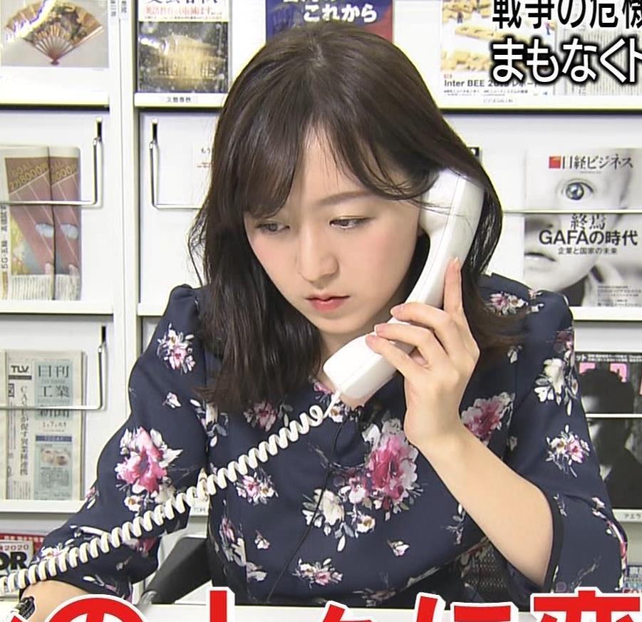 片渕茜アナ 胸ちらハプニングキャプ・エロ画像3