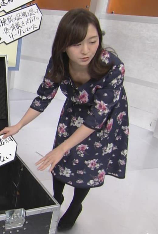 片渕茜アナ 胸ちらハプニングキャプ画像(エロ・アイコラ画像)