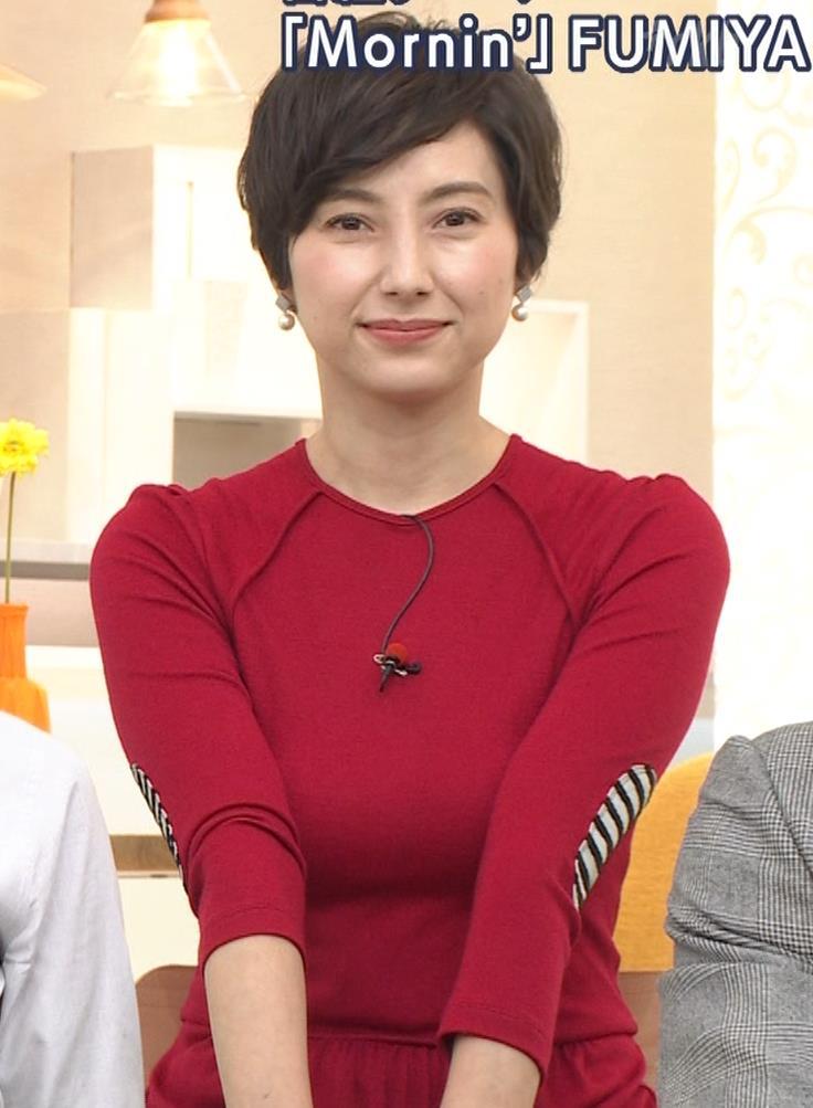 加藤シルビア ピチピチな衣装を着る巨乳女子アナキャプ・エロ画像8