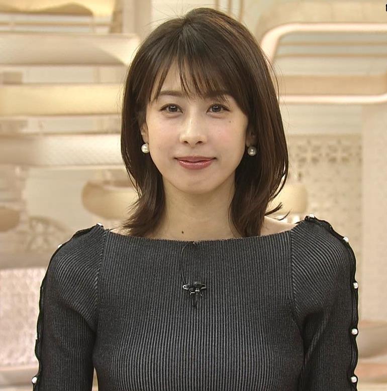 加藤綾子 垂れ乳?エロかっこいい衣装(ブラ紐ちら)キャプ・エロ画像