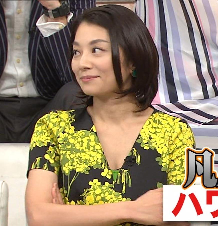 小池栄子 胸元エロキャプ・エロ画像2