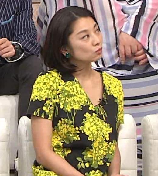 小池栄子 胸元エロキャプ・エロ画像4